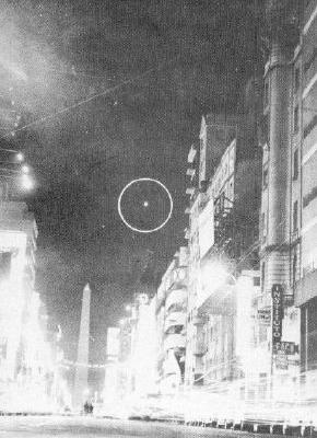UFO, Buenos Aires, Avenida Corrientes
