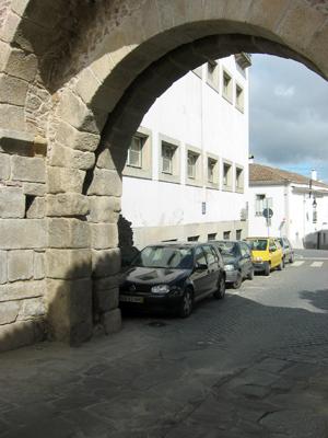 Portugal, Évora, Porta Santa Isabel, Roman road, estrada romana