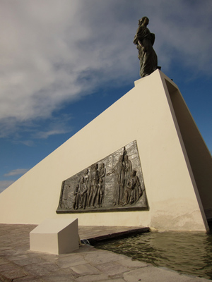 Argentina, Chubut, Puerto Madryn, Monumento a la Mujer Galesa