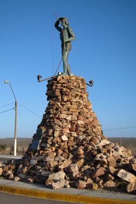Argentina, Puerto Madryn, Punta Cuevas, monumento, Tehuelche