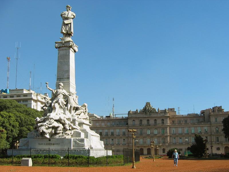 Buenos Aires, Plaza Colón, Monumento a Colón