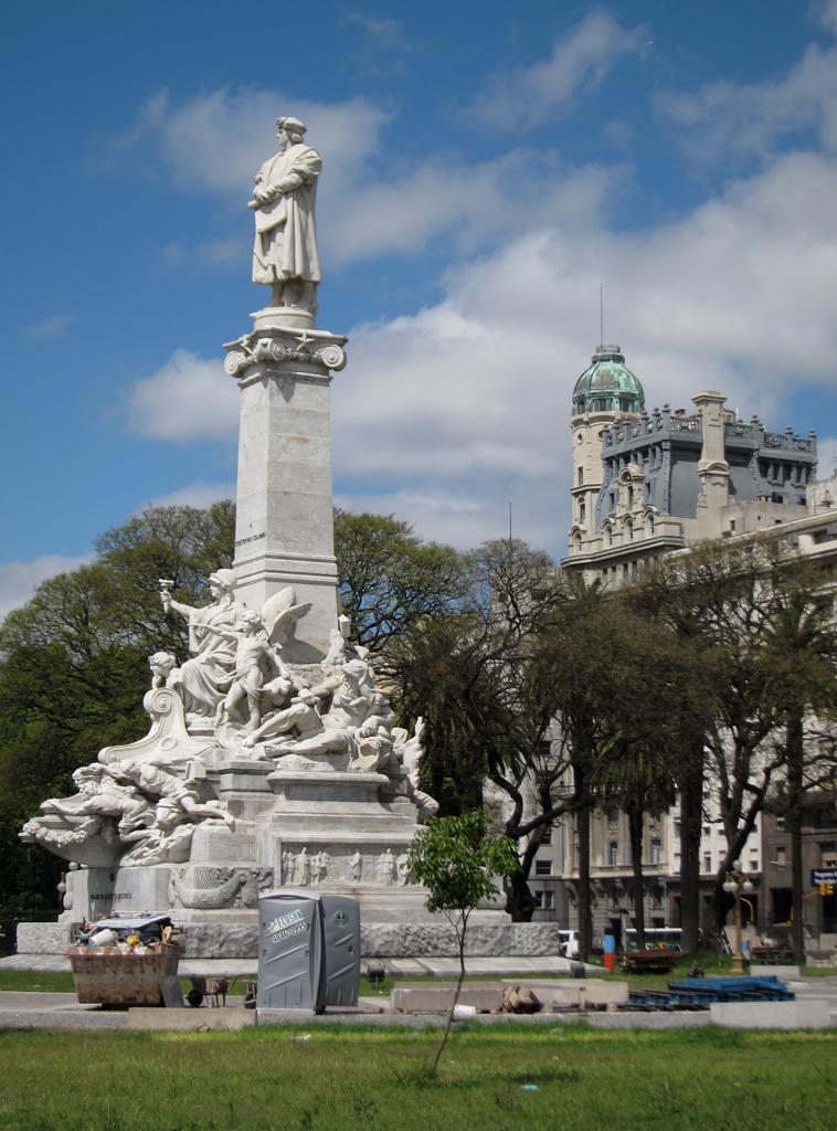 Buenos Aires, Plaza Colón, Monumento a Cristóbal Colón