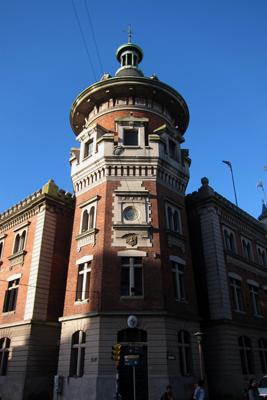 Montevideo, Avenida 18 de Julio, Plaza de los Bomberos, Cuartel de Bomberos