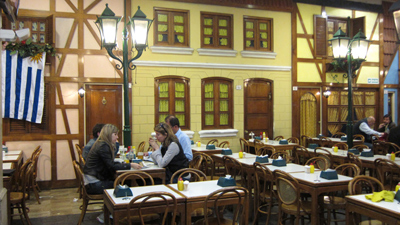 Montevideo, Avenida 18 de Julio, Plaza Fabini, ex-Banco de Londres, La Pasiva